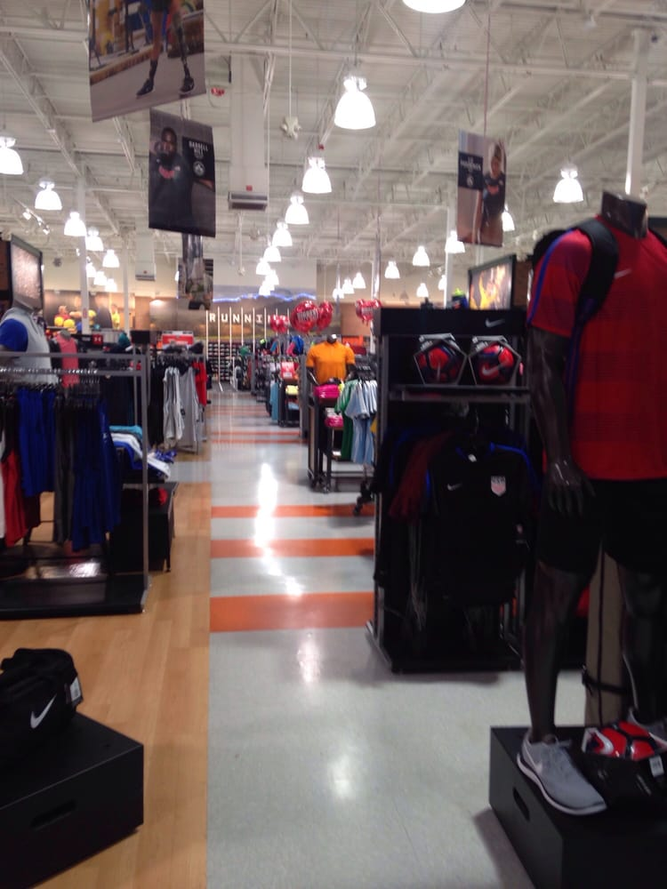 DICK'S Sporting Goods: 1779 Old Country Rd, Riverhead, NY