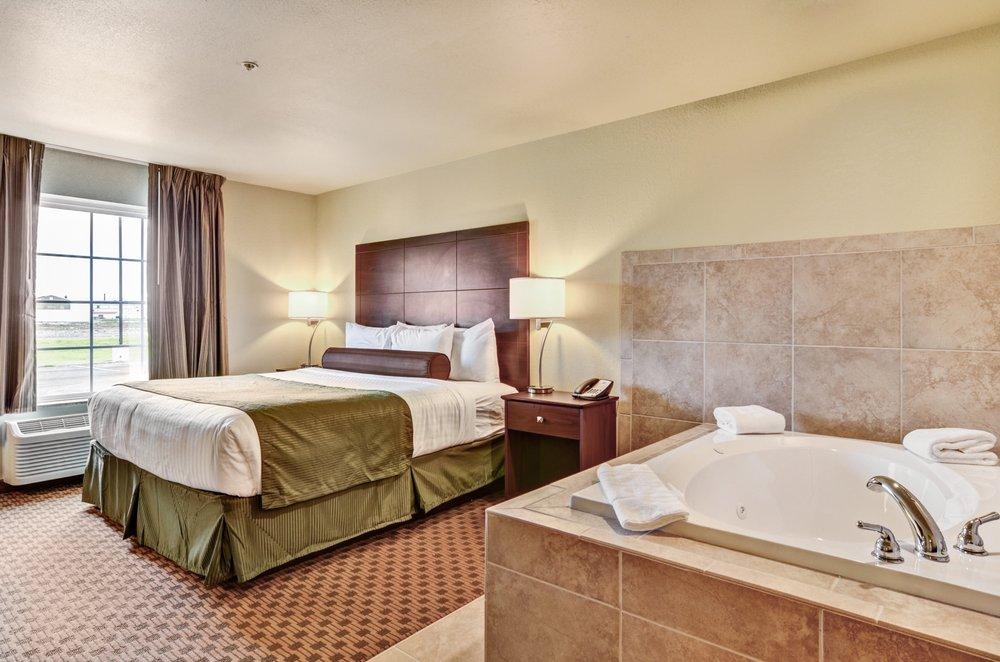 Cobblestone Inn & Suites - Ambridge: 1111 New Economy Dr, Ambridge, PA