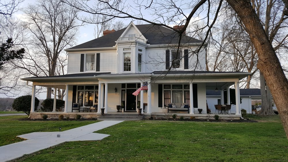 The Farmhouse: 108 West Swan St, Centerville, TN