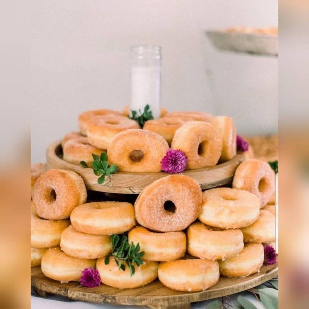 Donut Palace: 540 College Dr, Barnesville, GA