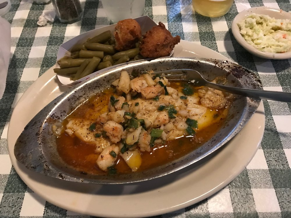 Willie's Seafood: 1912 Main St, Valrico, FL