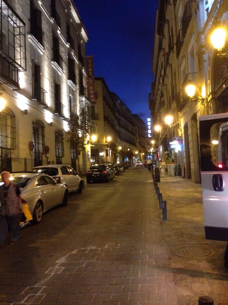 Hotel one shot 23 hoteller calle del prado 23 cortes for Calle prado camacho 8