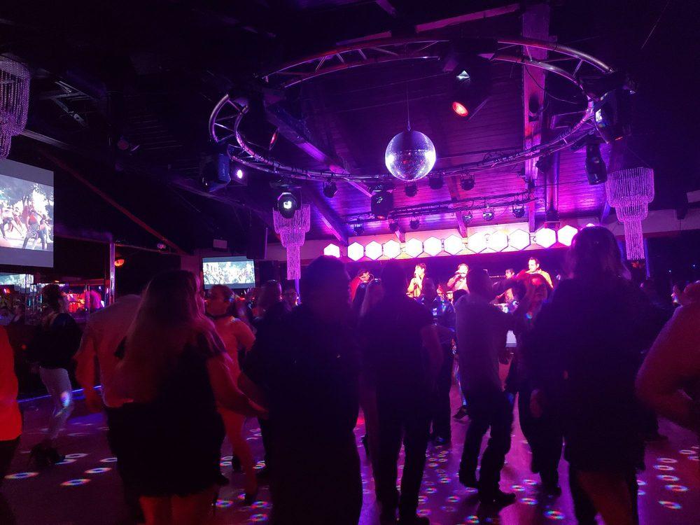 El Calor Mexican Restaurant & Nightclub: 2916 W Lincoln Ave, Anaheim, CA