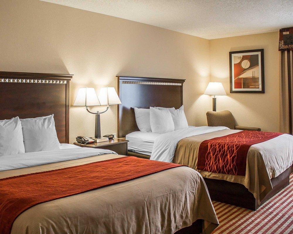 Comfort Inn Splash Harbor: 855 Comfort Plaza Dr, Bellville, OH