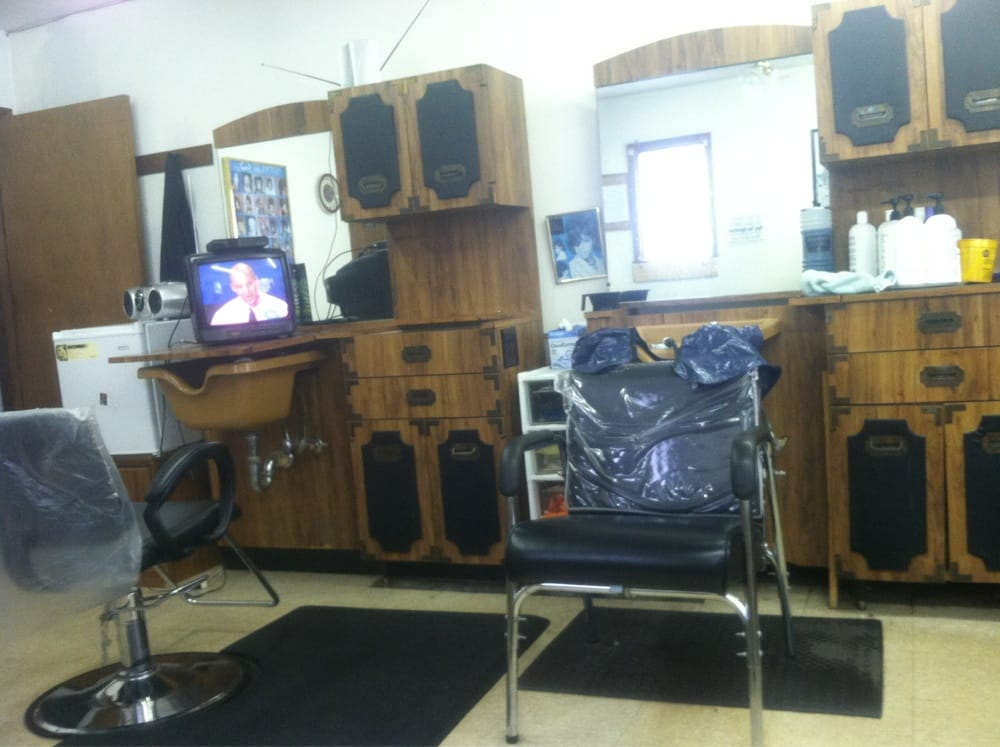 Doug's Barber & Beauty Shop: 703 Wren St, Lumberton, NC