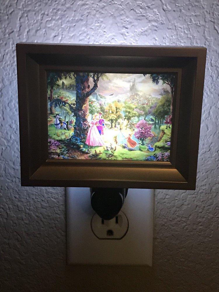 Thomas Kinkade Stagecoach Gallery: 406 S Main St, Salado, TX