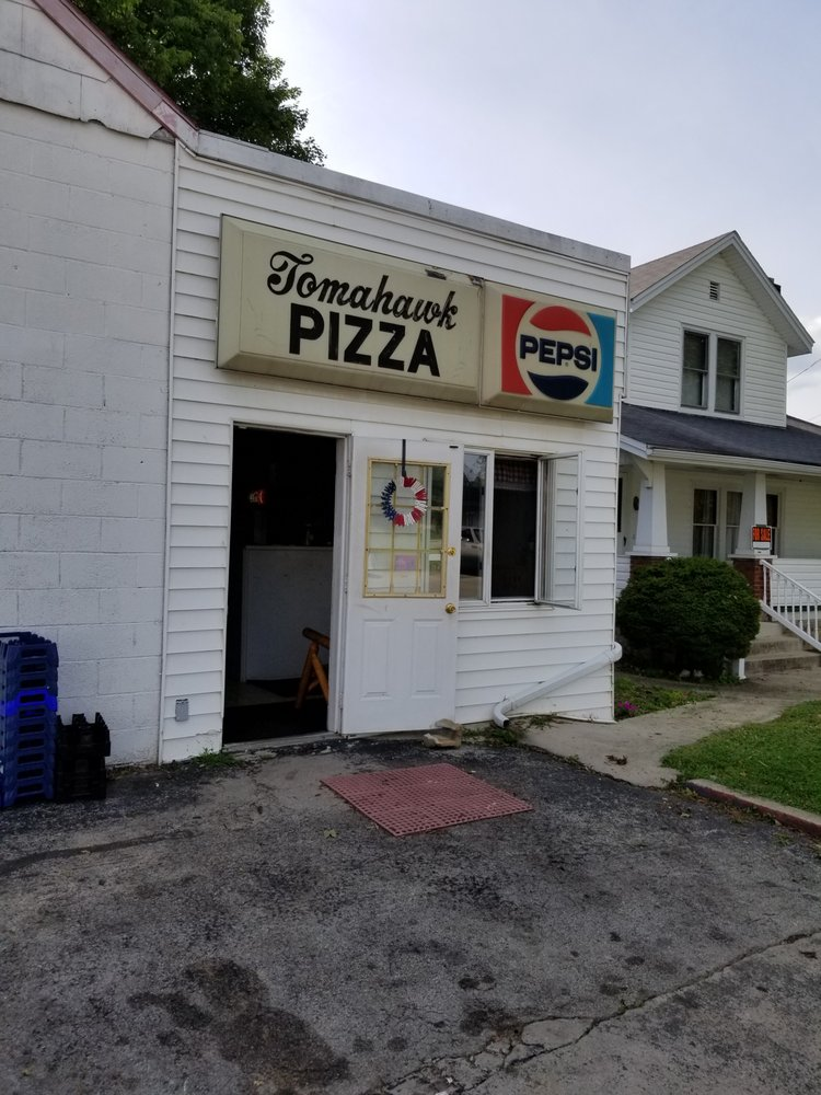 Tomahawk Pizza: 29710 State Route 41, Peebles, OH