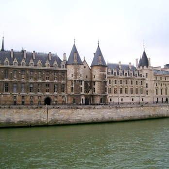 photo of muse de la conciergerie paris france looking like a proper palace chapelle de la sorbonne chappelle de la