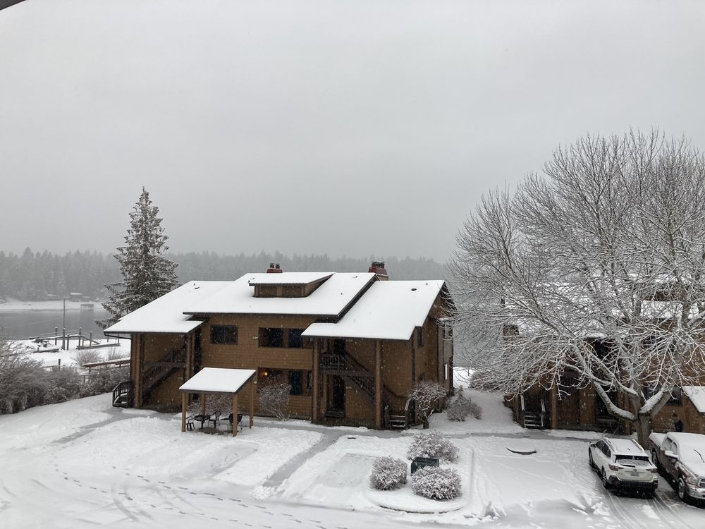 Pend Orielle Shores Resort: 47390 Hwy 200, Hope, ID