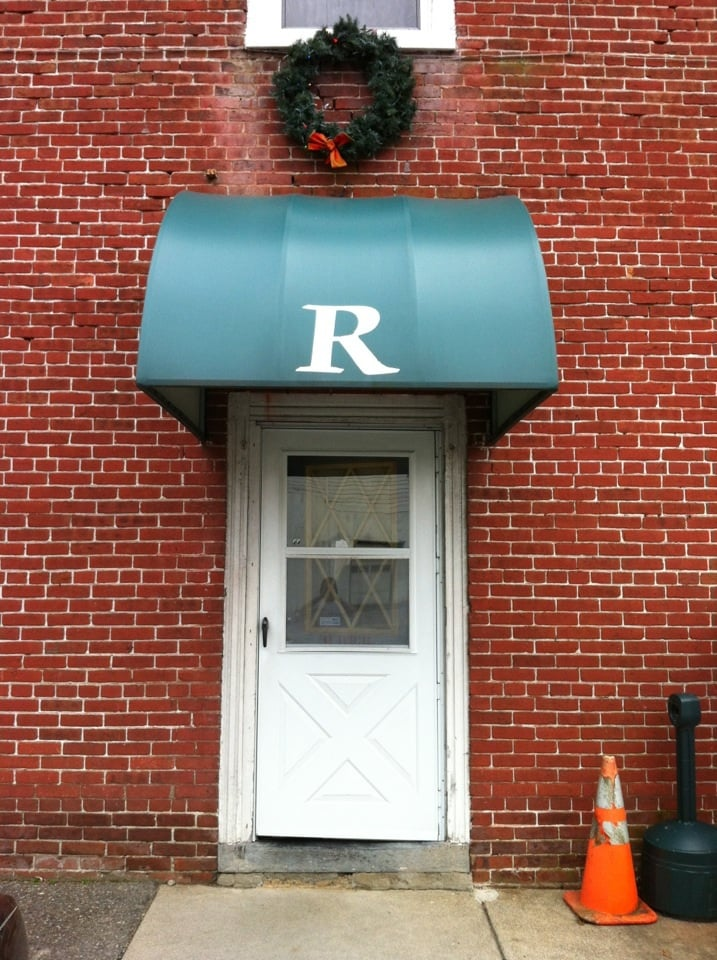 Richmond Hotel Bar And Grill: 8491 Delaware Dr, Bangor, PA