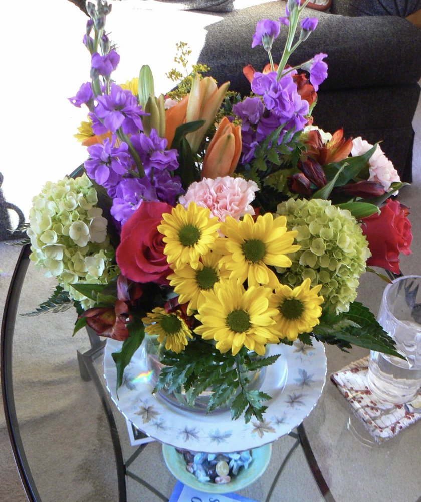 Coram Florist: 3632 Route 112, Coram, NY