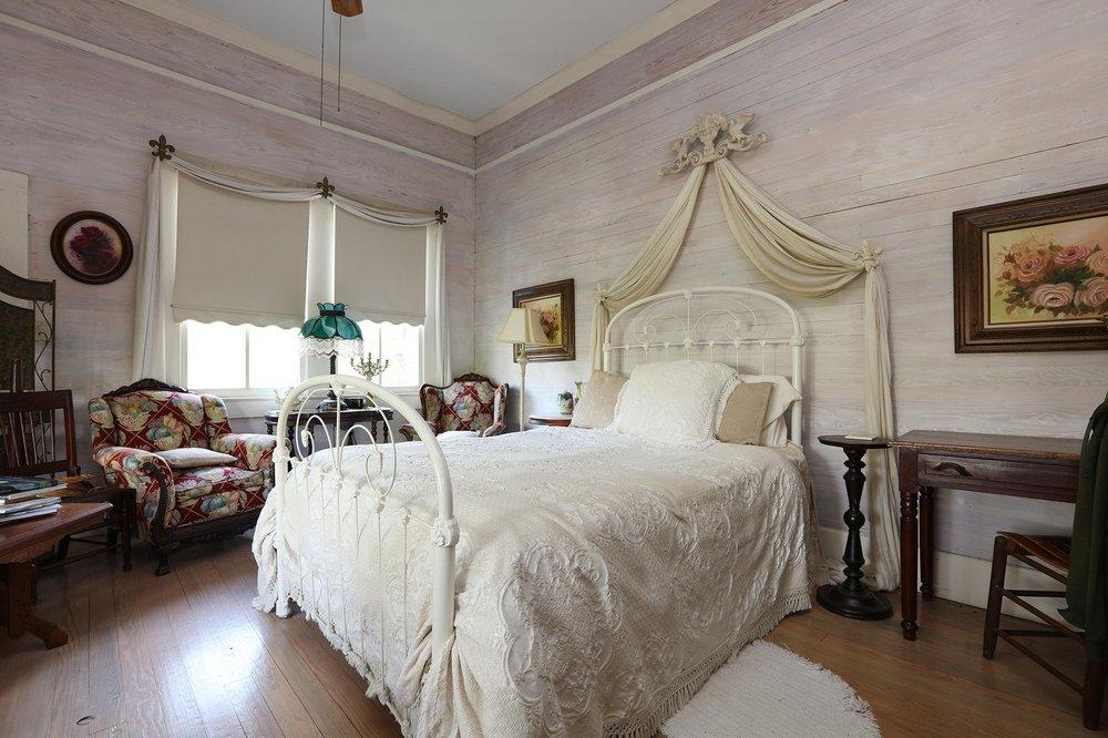 Au Bayou Teche Bed and Breakfast: 205 Washington St, Breaux Bridge, LA