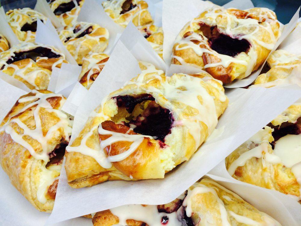 Vita Cucina Bakery & Gourmet Foods: 1270 Front St, Crescent City, CA