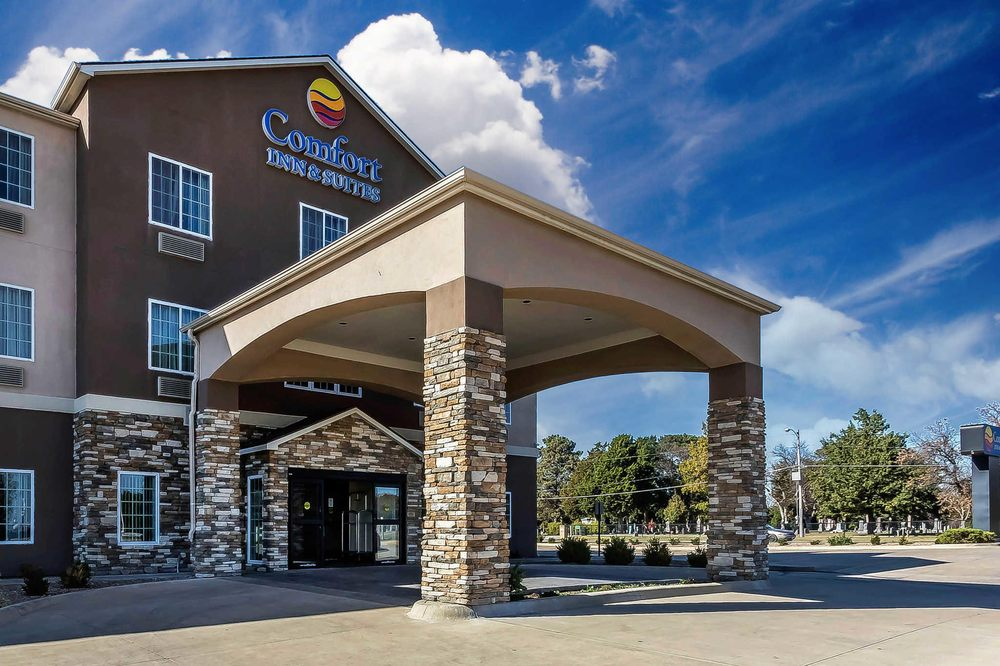 Comfort Inn & Suites: 1205 East First St, Newton, KS