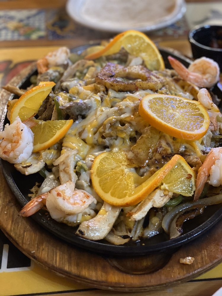 Cielito Lindo Mexican Restaurant: 8873 N Hwy 259, Broken Bow, OK