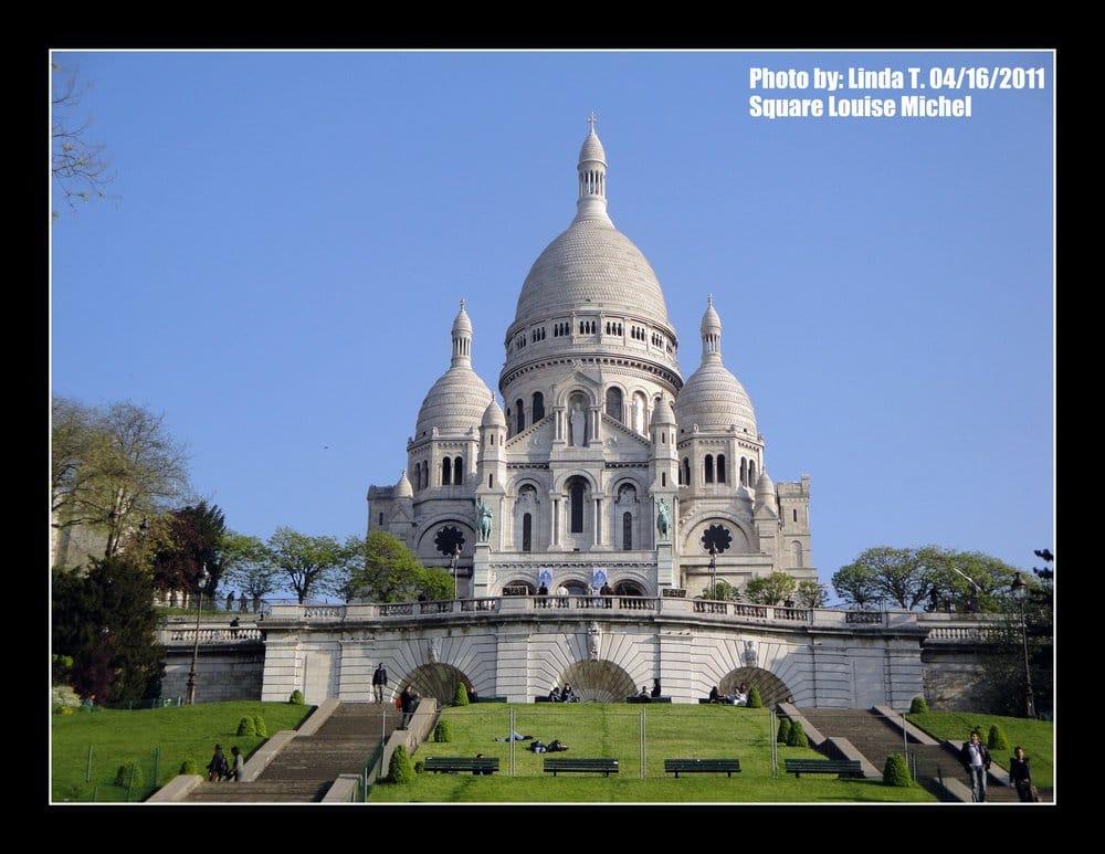 Square louise michel parques y jardines place saint pierre montmartre p - Place saint pierre paris ...