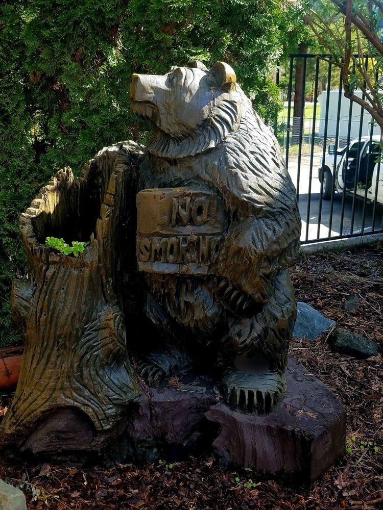 One Log House: 705 Highway 101, Garberville, CA