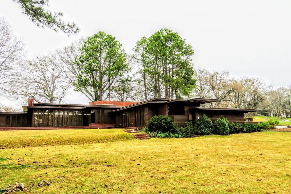 The Rosenbaum House: 601 Riverview Dr, Florence, AL