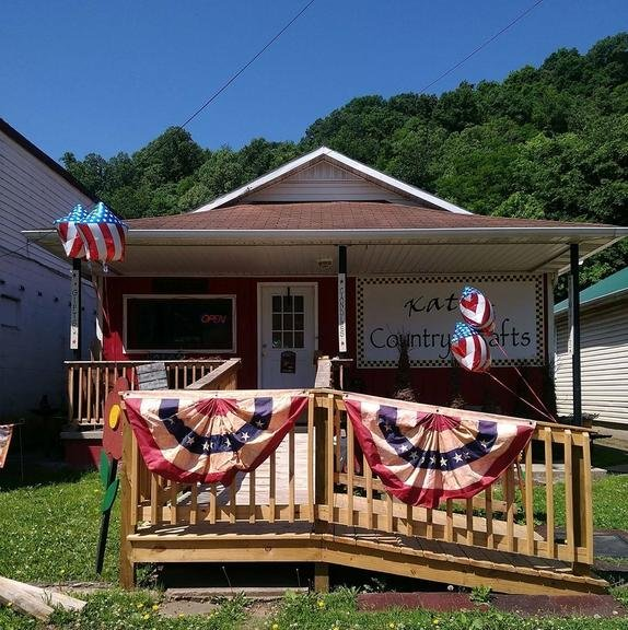Katie's Country Crafts: 8401 Maccorkle Ave, Marmet, WV