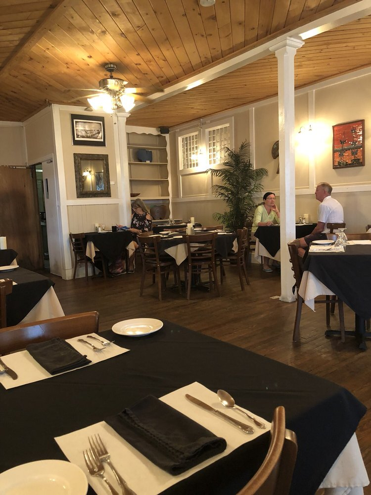 Island Hotel & Restaurant: 373 2nd St, Cedar Key, FL