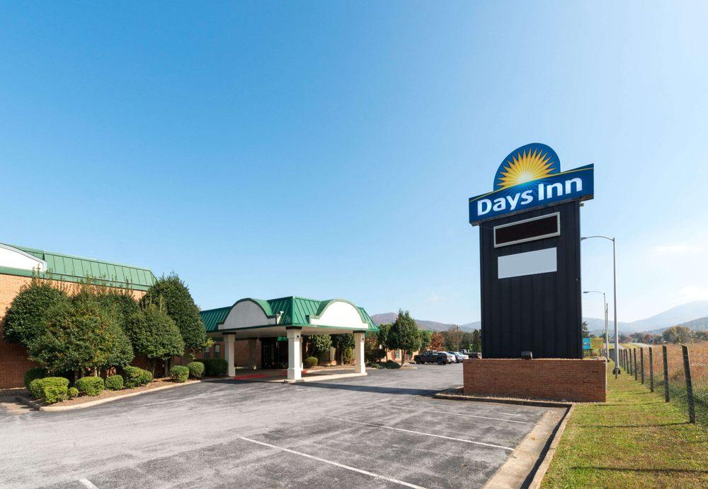 Days Inn by Wyndham Luray Shenandoah: 138 Whispering Hill Road, Luray, VA