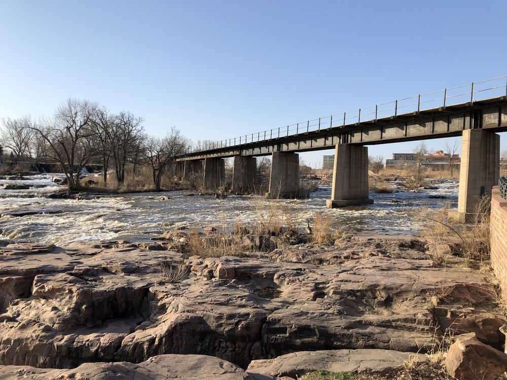 Falls Park: 900 N Phillips Ave, Sioux Falls, SD