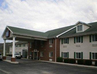 Baymont by Wyndham Mount Vernon Renfro Valley: 2090 Richmond St, Mount Vernon, KY