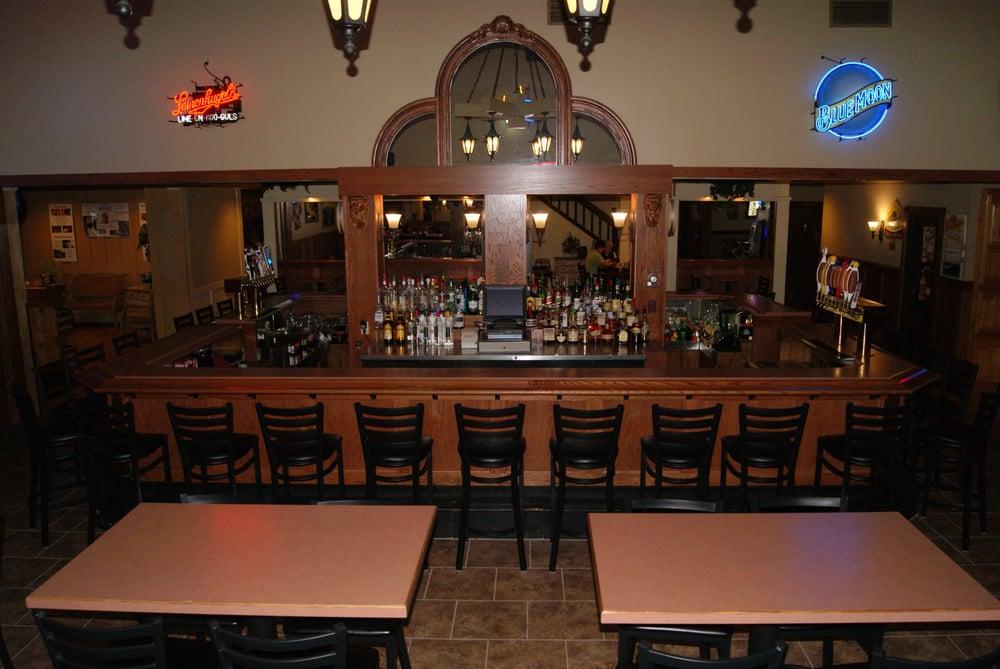 Bridgewater Restaurant & Pub: 1009 W Park Ave, Chippewa Falls, WI