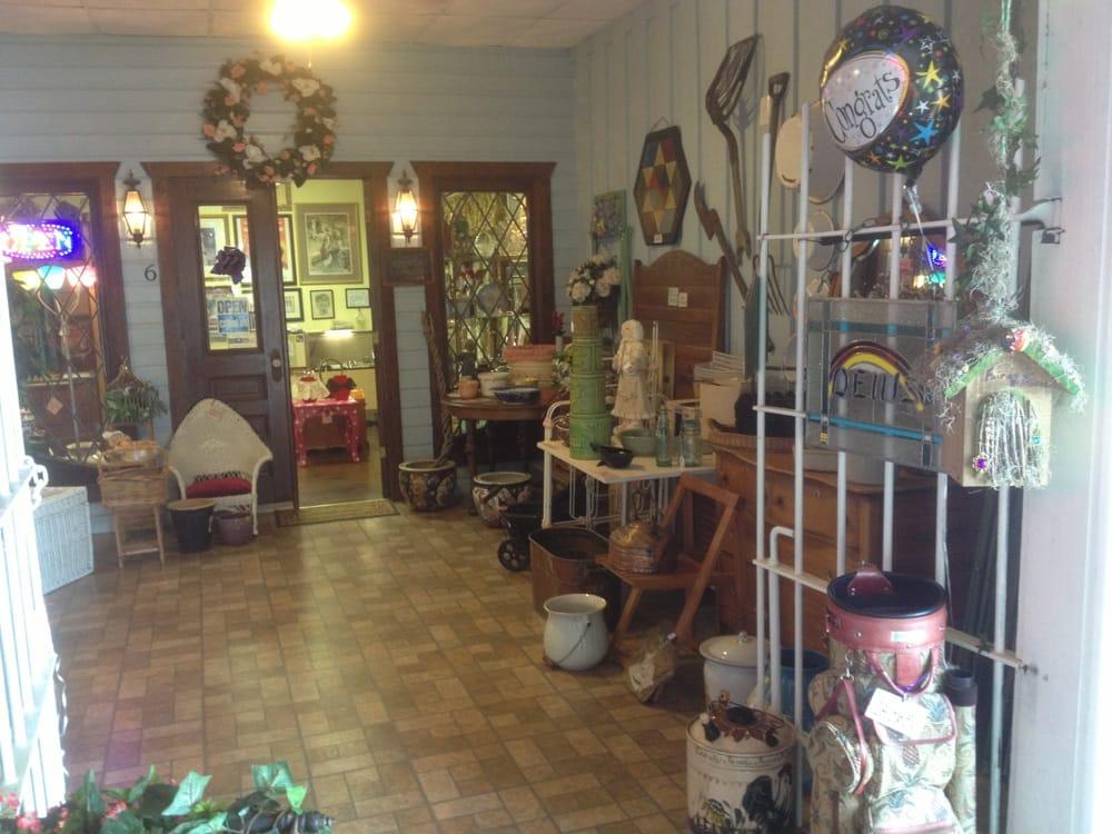 Cozy Cottage Antiques: 10138-6 Beach Dr SW, Calabash, NC