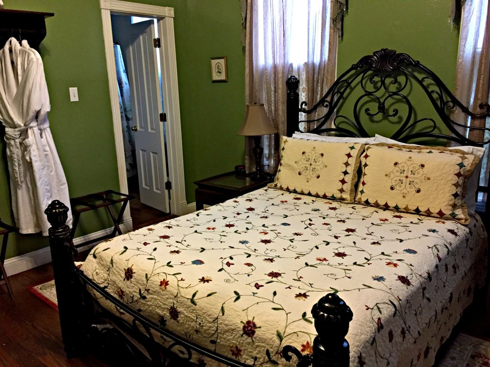 White Oak Manor Bed and Breakfast: 502 E Benners St, Jefferson, TX