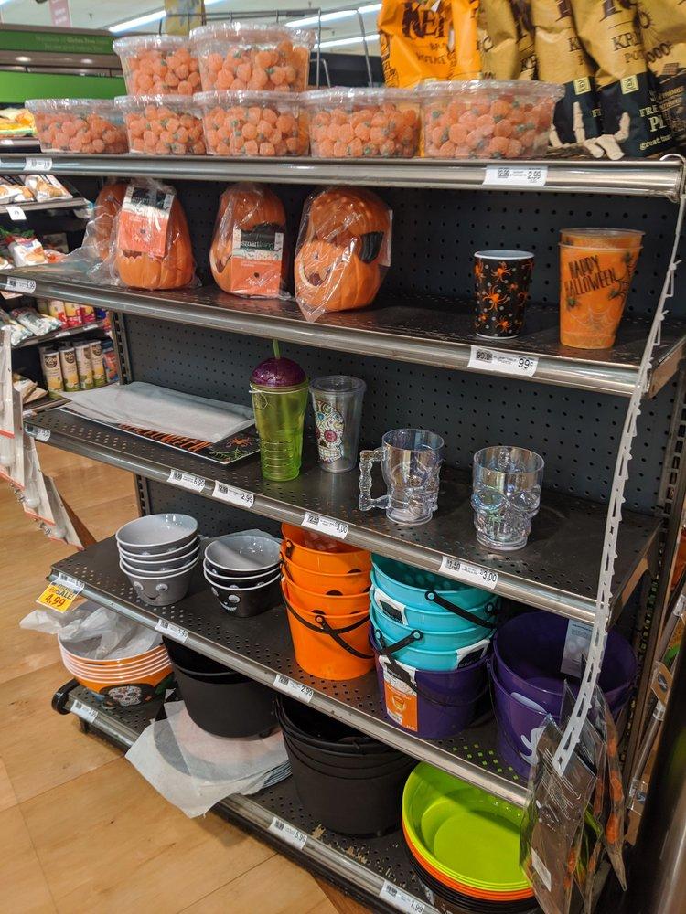 Food Lion: 6358 Village Center Dr, Bealeton, VA