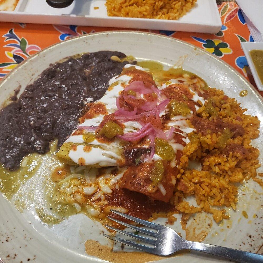 El Taquito Latin Kitchen & Bar: 42010 Village Center Plz, Stone Ridge, VA