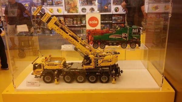 The LEGO Store 651 Kapkowski Rd Elizabeth, NJ Toy Stores - MapQuest