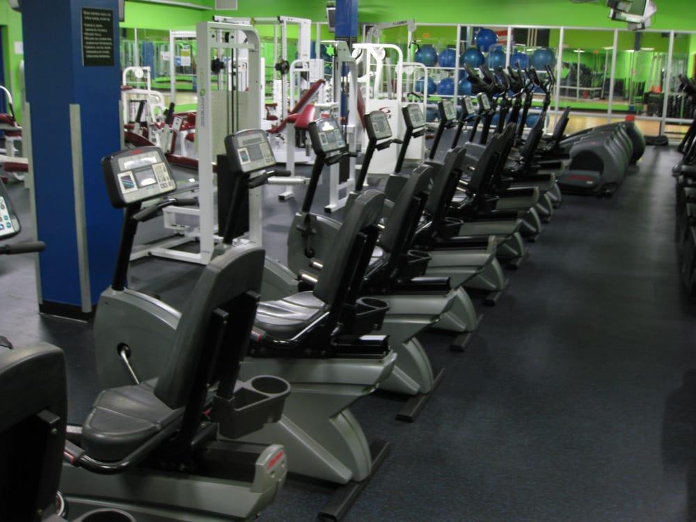 HCOA Fitness: 826 Avenue Hostos, Mayagüez, PR