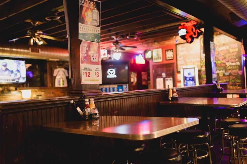 Colombo's Cafe & Tavern