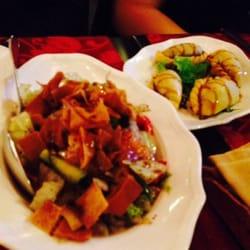 ristoranti cucina mediorientale cucina libanese foto di lyr milano italia fattoush a sinistra e sambousek