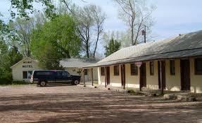 Midway Motel: 129 N Mormon Ave, Ekalaka, MT