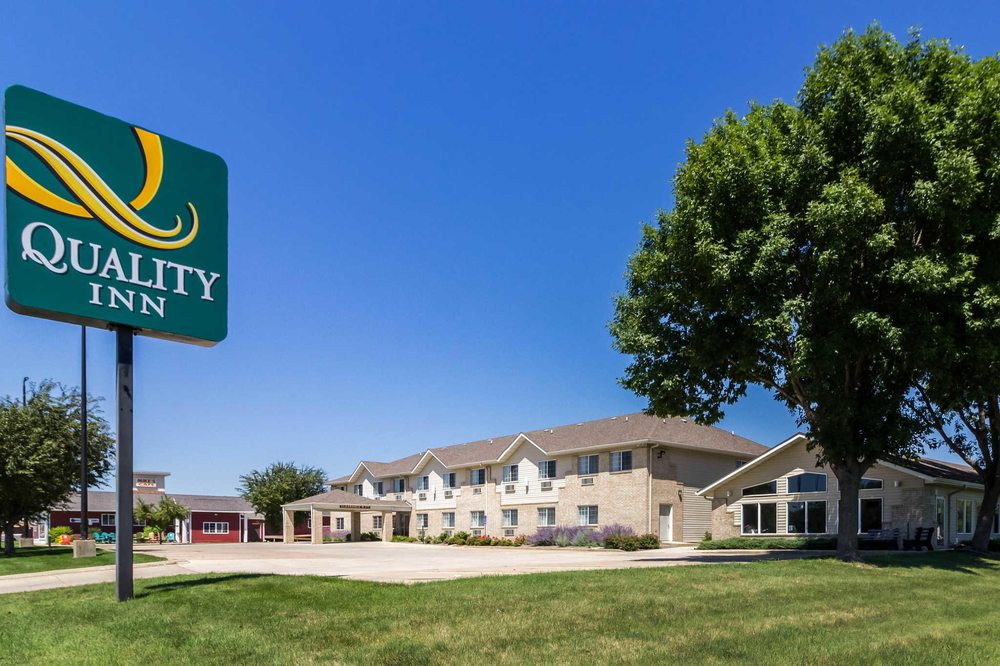 Quality Inn: 1511 E College Dr, Marshall, MN