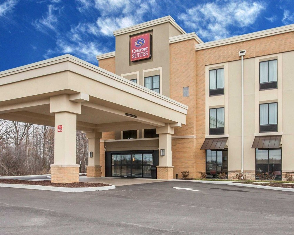 Comfort Suites Youngstown North: 201 Perni Lane, Youngstown, OH