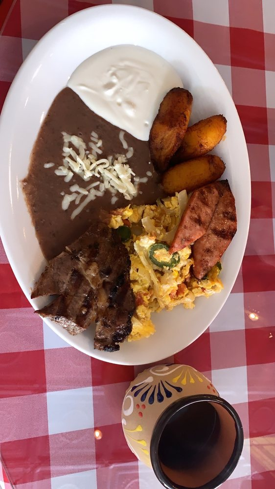 Reinita Restaurant: 414 N Main St, Fremont, NE