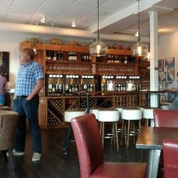 Photo Of Aardvark Wine Lounge Green Bay Wi United States Self Service