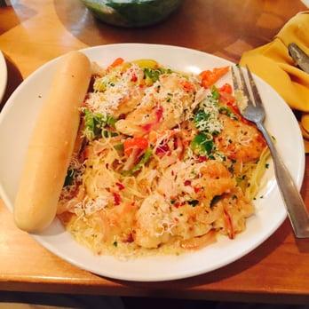 olive garden italian restaurant 36 photos 71 reviews italian 12560 jefferson ave