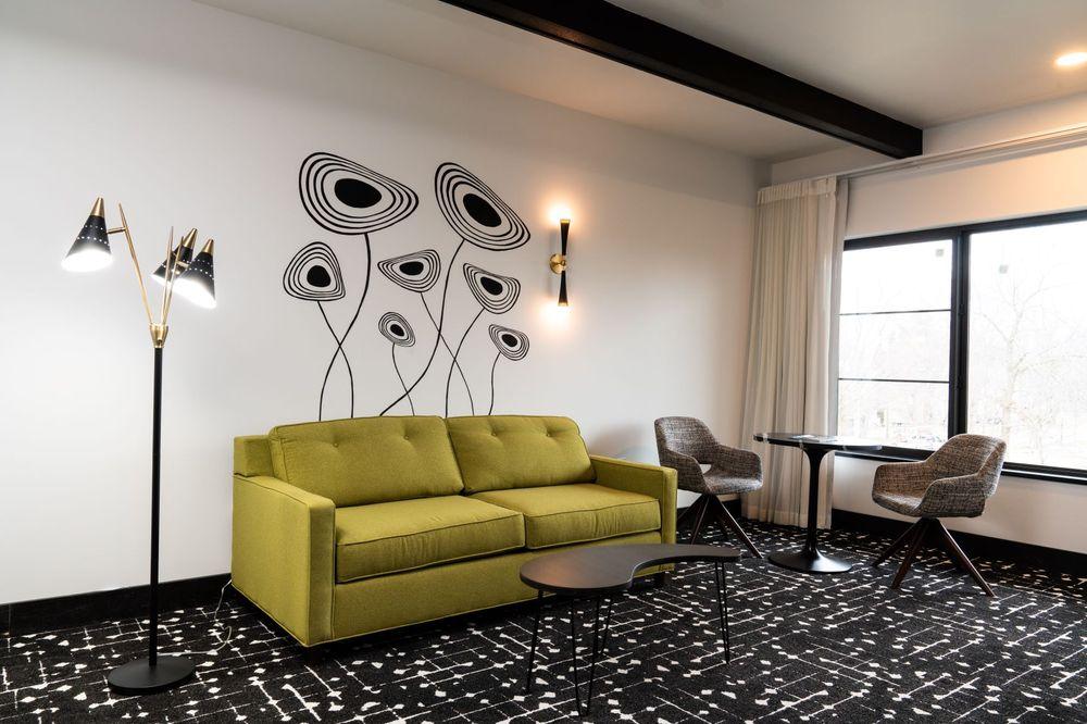 Hotel Earl of Charlevoix: 120 Michigan Ave, Charlevoix, MI