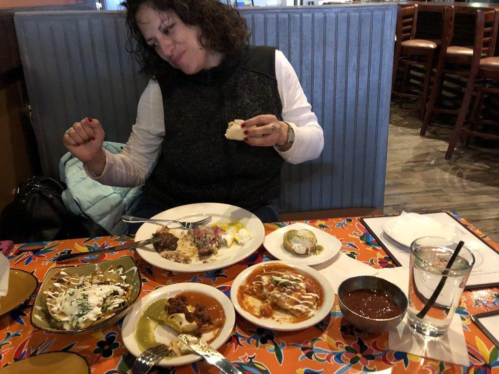T'KiLa Latin Kitchen & Bar: 42010 Village Center Plz, Stone Ridge, VA