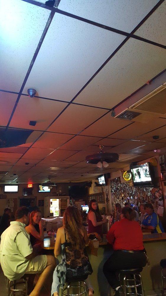 Jj S Dog House Amp Sports Bar Sports Bars 10700 Overseas