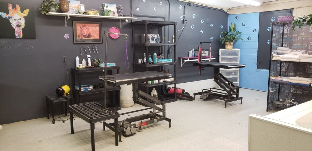 Happy Tailz Full Service Dog Grooming Salon: 209 S Comanche, Bartlesville, OK