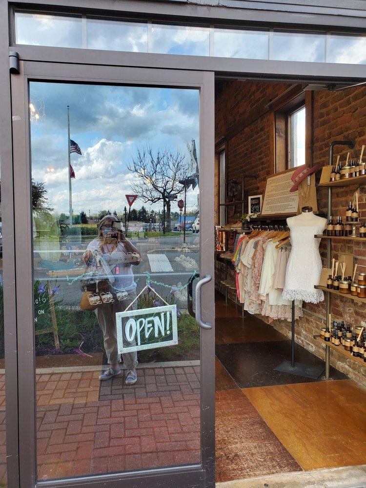 Poppie's Boutique: 101 West Broad St, Cookeville, TN