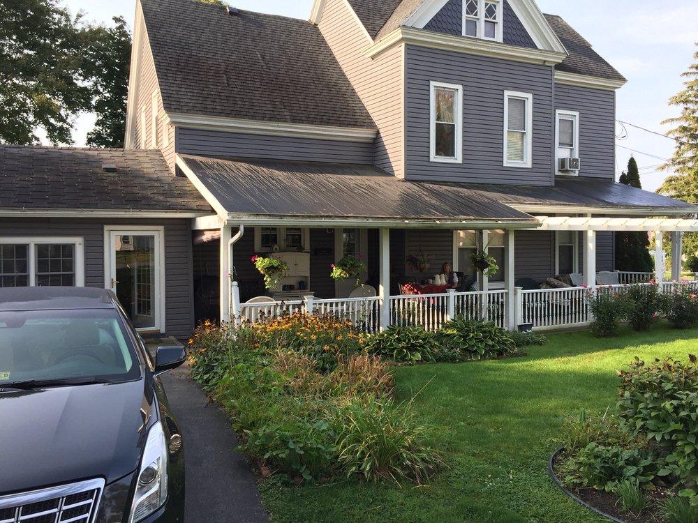 DEXTER HOUSE VICTORIAN BED & BREAKFAST: 414 Brown St, Dexter, NY