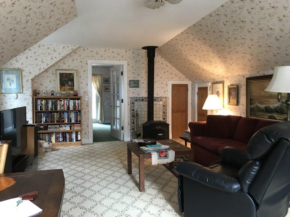 Ye Olde Danish Inn: 132 Ocean Ave, Ferndale, CA