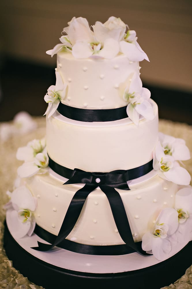 Our 3 Tier Wedding Cake Flower Decoration Done By Gloria Flowers